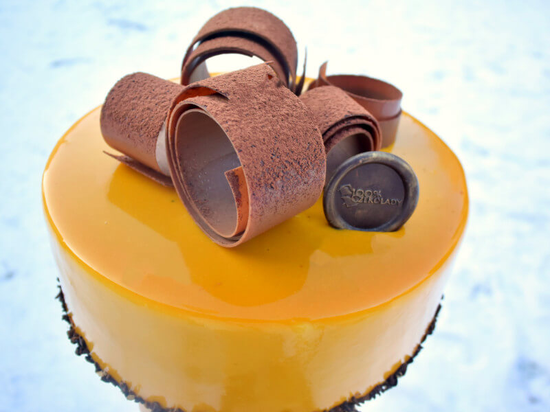100-procent-czeko-tort-palona-biala-czekolada-marakuja