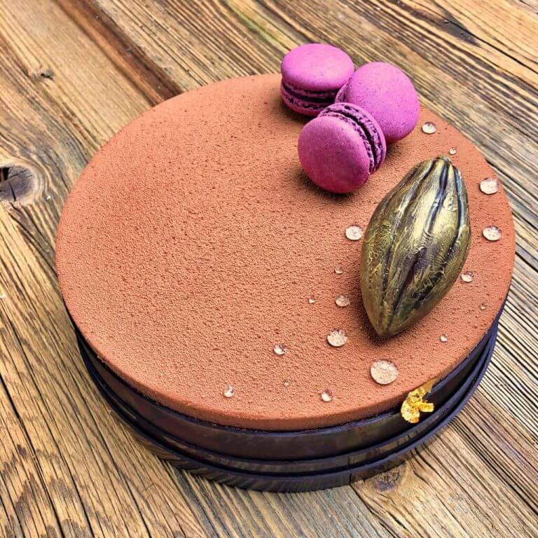 tort gorzka czekolada - porzeczka